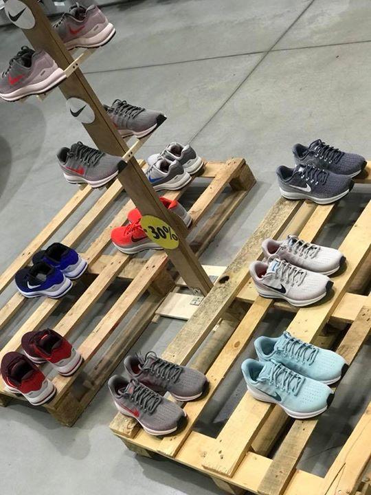 Esposizione Nike vomero 13 ️️